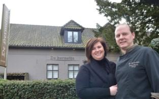 """Jeroen en Carla verkopen restaurant De Hermelijn en starten met gastenverblijf La Posterie: """"Na 22 jaar van avond- en weekendwerk willen we graag wat meer tijd hebben"""""""