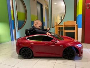 Tesla om kinderen af te leiden in ziekenhuis Deinze