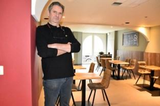 Van de server naar het restaurant: gewezen programmeur Koen (56) serveert voortaan specialiteiten op de grill