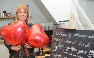 """Winkelier Charlotte stomverbaasd na bericht met foto op Facebook: """"Ik heb je ballonnen, klonk het in het Russisch"""