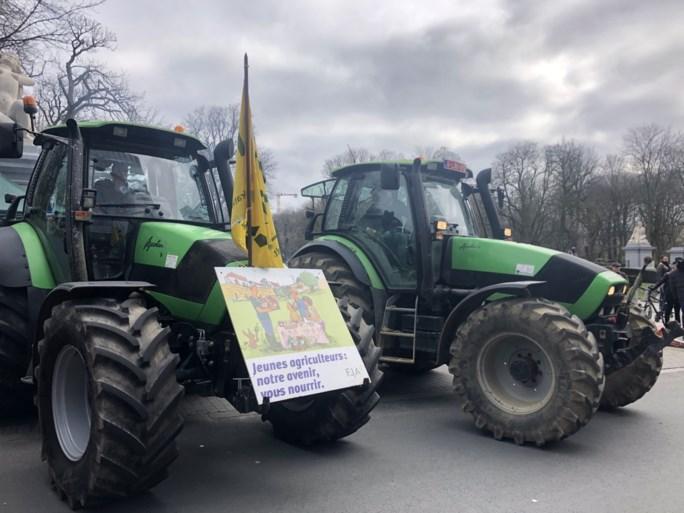 Landbouwers protesteren met 150 tractoren in Europese wijk in Brussel