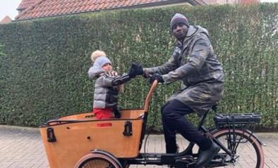 Het moet niet altijd een blinkende Rolls-Royce zijn: Mbaye Diagne gaat ook al (bak)fietsend door het leven