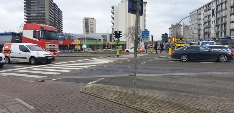 74-jarige fietsster in levensgevaar na aanrijding op McDonald's-kruispunt