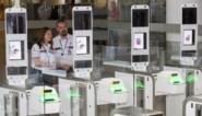 """Veelbesproken e-gates op luchthaven verdwijnen (en worden vervangen door ander systeem): """"Die dingen waren een compleet fiasco"""""""