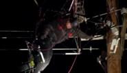 Paraglider maakt noodlottige val en hangt uren vast in elektriciteitskabels