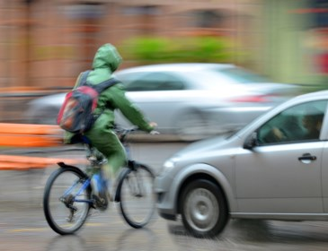 Met drank op, door het rood of in het donker zonder verlichting: de Vlaming fietst veel te onveilig