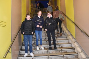 """""""Met de trein zou u er al zijn"""": maar 45 minuten voor aanvang van de lessen vinden deze leerlingen wel wat te vroeg"""