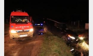 Ondanks crash in beek: bestuurder slaapt (verder)