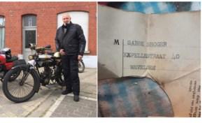 """Briefje in 70 jaar oude motor brengt Jos na speurtocht bij kleindochter eerste eigenaar: """"Ik hoop dat ik ritje op mijn pepe zijn motor zal mogen maken"""""""