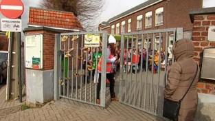 Carnaval op school: in Hakendover trok kindercarnavalstoet door het dorp