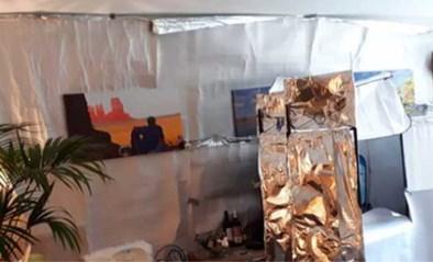 Nederlands gezin pakt volledige woning in met isolatiefolie door treiterende buren