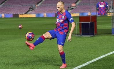 Nieuwste aanwinst Barcelona verslikt zich in trucjes bij voorstelling in leeg Camp Nou