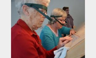 """Zeven vrouwen borduren meer dan 1.600 uur aan stuk wandtapijt met erotische taferelen: """"We moesten geen kleren borduren, dat scheelt"""""""