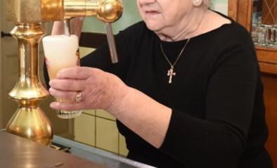 """Cafébazin IN DE ZAVELPUT blaast 85 kaarsjes uit: """"Ik blijf aan de toog tot ik niet meer kan"""""""