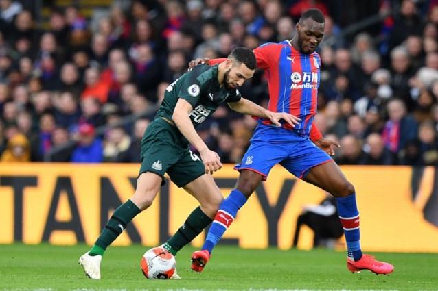 Christian Benteke (Crystal Palace) proeft weer van zege, invaller Leandro Trossard drawt met Brighton