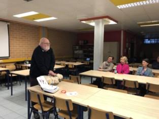 Campus Scheppersstraat installeert AED-toestel