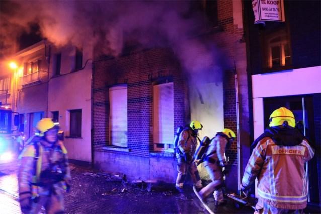 Uitslaande brand in Temse: woning lag op amper 100 meter van brandweerkazerne