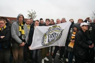 """Fans vormen erehaag en vuren spelers aan: """"Sporting is nog lang niet dood"""""""