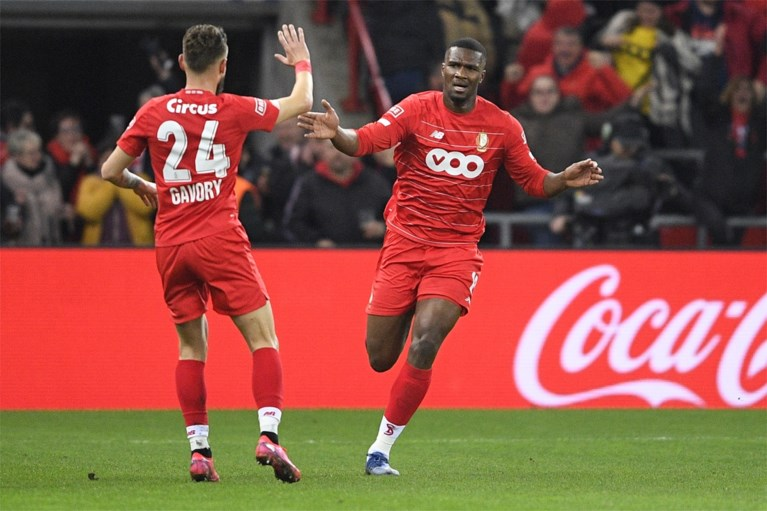 Standard heeft genoeg aan knal van Oulare en wordt voorlopig derde, Antwerp blijft achter met 2 op 12