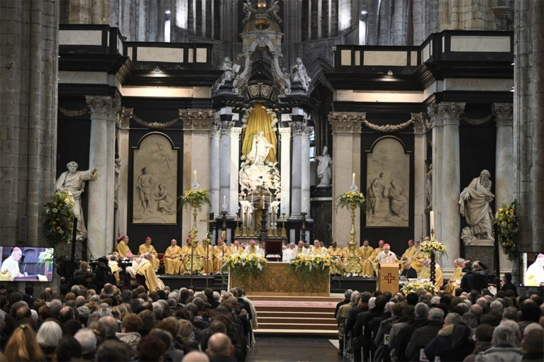 Nieuwe bisschop van Gent gewijd onder massale belangstelling