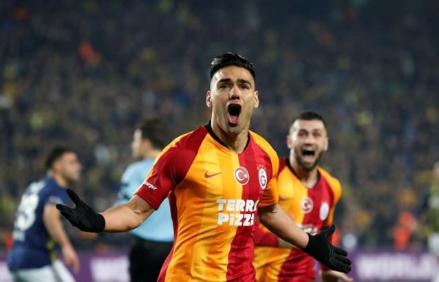 Maar liefst 12 gele en 3 rode kaarten in Turkse derby: Galatasaray wint voor het eerst in 21 jaar bij aartsrivaal Fenerbahçe
