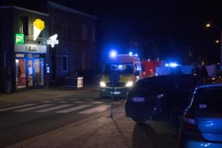 Auto rijdt voetganger aan in Molenstraat
