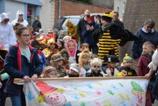 School De Duizendpoot hield carnavalstoet