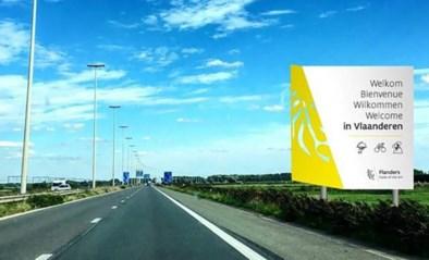 """Sociale media lachen met schrijffout op (vals) Vlaams verkeersbord: """"Voor die prijs hadden ze toch een extra 'l' kunnen kopen"""""""