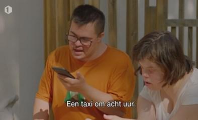 """Jaimie uit """"Down the road"""" haalt beste Spaans boven om taxi te bestellen: """"Hola señorita"""""""