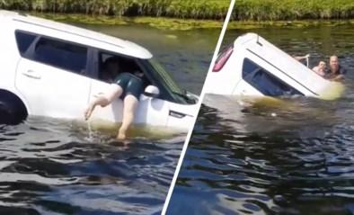 Vader en zoon zien zinkende auto met bewusteloze vrouw en springen haar achterna met gevaar voor eigen leven