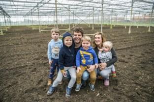 """Koppel laat mensen tuinieren in Lochting Boerenhol: """"Onze serre krijgt tweede leven"""""""