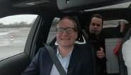 """Ben Weyts maakt testrit in Toyota Corolla na denigrerende uitspraak: """"Dan toch een fantastische wagen"""""""