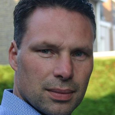 Claude Nijs brengt 'Een liberale blik op het leven' bij Willemsfonds Deinze