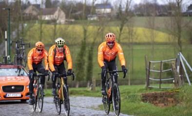 Van Avermaet, Stuyven en andere toppers verkennen kletsnat parcours Omloop Het Nieuwsblad