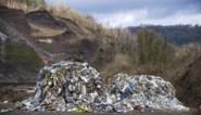 """Frans dorpje veranderd in vuilnisbelt door illegaal gedumpt Belgisch afval: """"Te maken met maffieuze organisatie"""""""