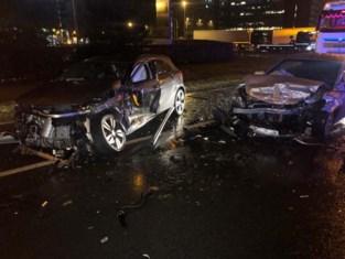 Zwaar ongeval op R4 in Gent: vier gewonden, zes wagens betrokken