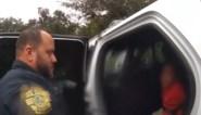 """Meisje (6) barst in tranen uit wanneer politie haar arresteert op school: """"Alsjeblieft, geef me een tweede kans!"""""""