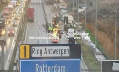 Ellende op Antwerpse Ring door ongeval op E34: twee uur filerijden