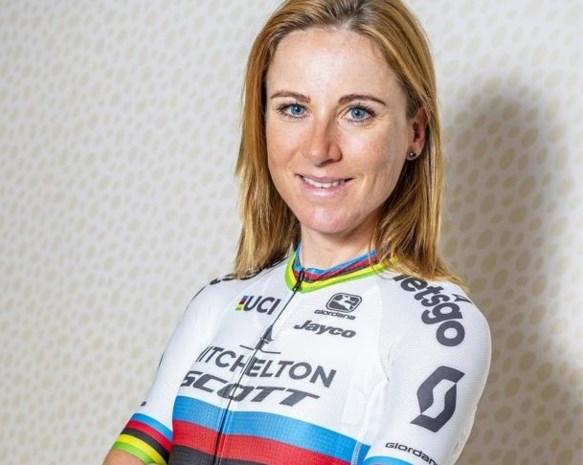 """Wereldkampioene Annemiek van Vleuten (37) start haar seizoen in Omloop Het Nieuwsblad: """"Hard trappen is leuk, maar er is meer in de wereld"""""""