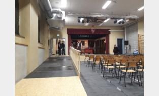 Oprijramp maakt toneelzaal toegankelijk voor rusthuisbewoners