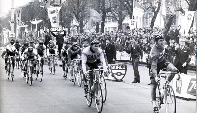 """Roger De Vlaeminck won in allereerste profwedstrijd meteen de Omloop: """"Had zelfs geen koersschoenen"""""""
