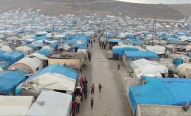 """Miljoen Syrische vluchtelingen samengepakt in tentenkamp: """"Ook als ze ons proberen te doden, zullen we proberen Turkije binnen te geraken"""""""