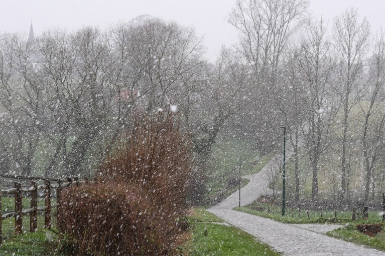 Ex-winnaar Valgren Andersen verkent parcours Omloop Het Nieuwsblad in de sneeuw