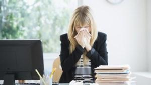 Belgische werknemers werken door op een derde van ziektedagen