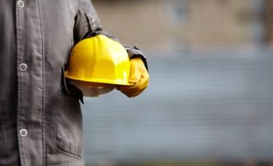 Arbeider belandt in betonmixer nadat collega stroom weer op zet