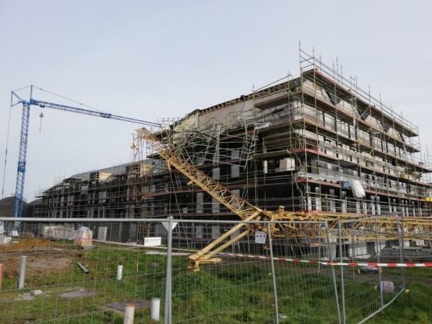 """Dertig meter hoge bouwkraan valt om op werf in Mechelen: """"Alles daverde"""""""