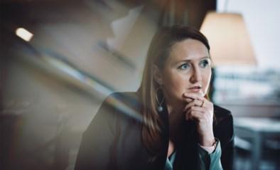 """Gwendolyn Rutten (Open VLD) neemt afscheid van haar voorzitterschap: """"Braaf rechtop zitten en iedereen een handje geven, zo win je geen verkiezingen"""""""