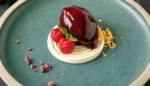 Hap en tap. Braambessensorbet, yoghurt-limoencrème & amandelcrunch