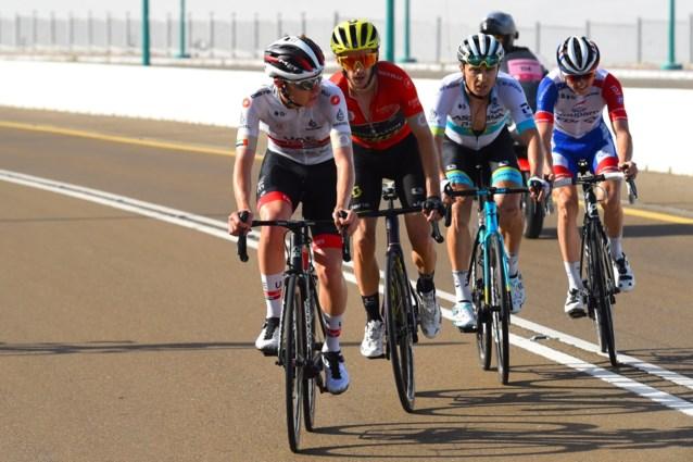 """Alle renners in UAE Tour in quarantaine door coronavirus: """"Teams zijn vanochtend getest, in het slechtste geval moeten ze 14 dagen blijven"""""""