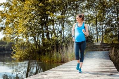 Natalia is 38 weken zwanger, maar wringt zich bij temperaturen boven 40 graden nog in allerlei bochten tijdens bikram yoga: is dat wel een goed idee?